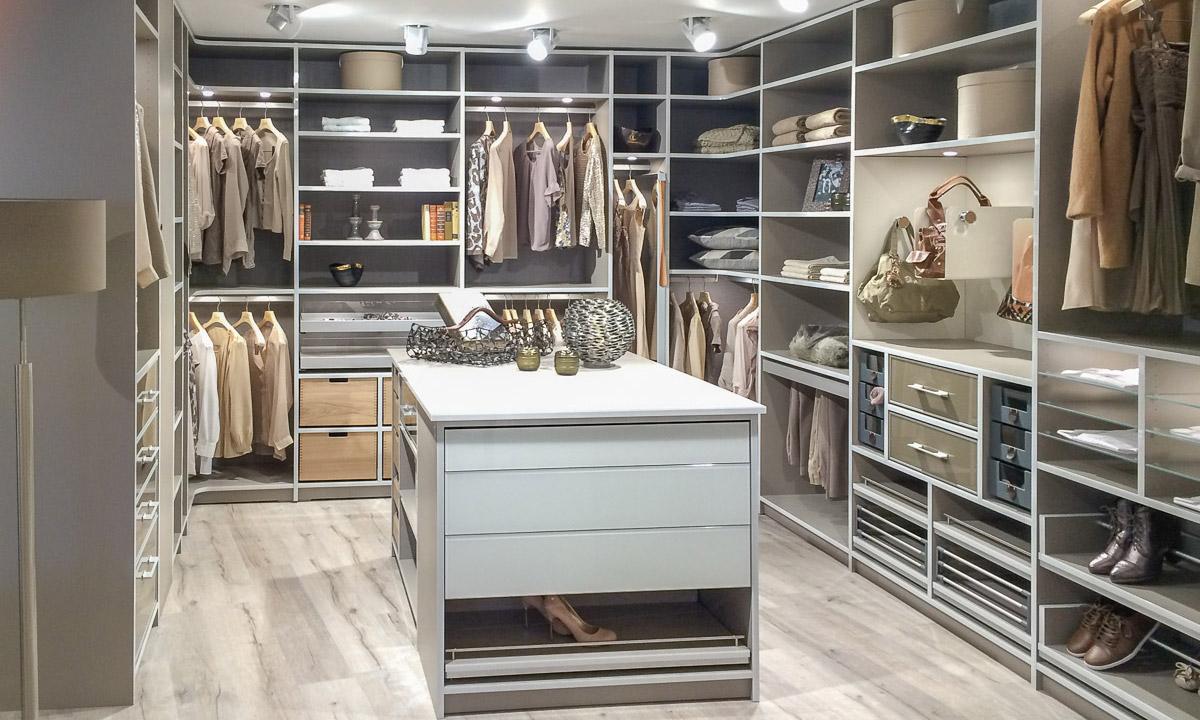 Begehbarer Kleiderschrank modern von CABINET